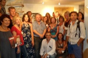 Les artistes exposants entourant Stéphane Salord